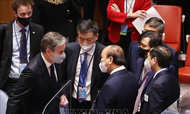 Nguyên Xuân Phuc rencontre des dirigeants de plusieurs pays