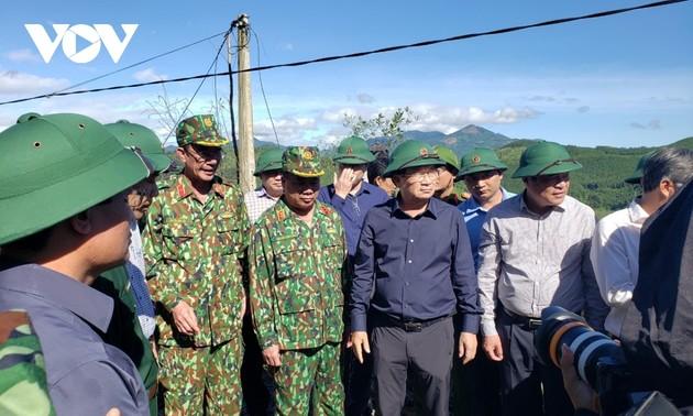 Phó Thủ tướng Trịnh Đình Dũng chỉ đạo công tác cứu nạn tại xã Trà Leng, Nam Trà My
