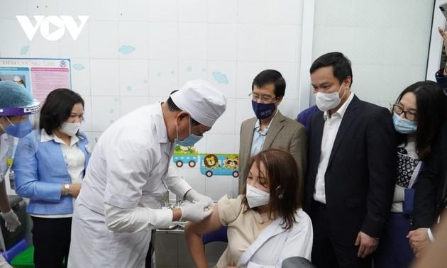 Những người đầu tiên tiêm vaccine Covid-19 tại Hải Dương