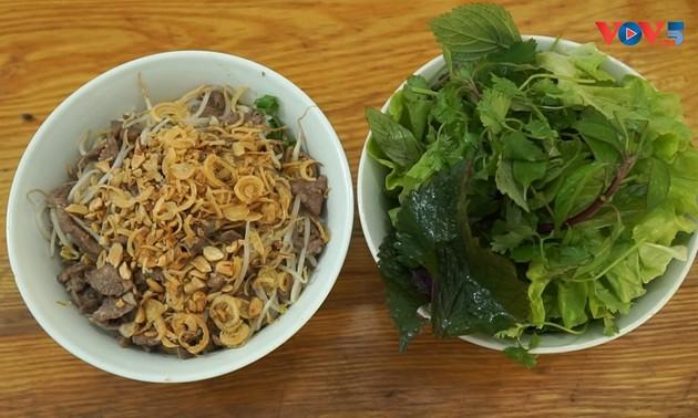 Bún bò Nam Bộ - một món ăn phổ biến của người Việt