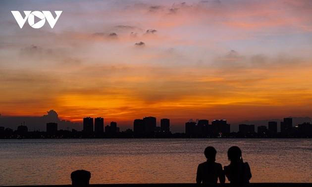 夕方におけるホーテイ(西湖)の美しさ