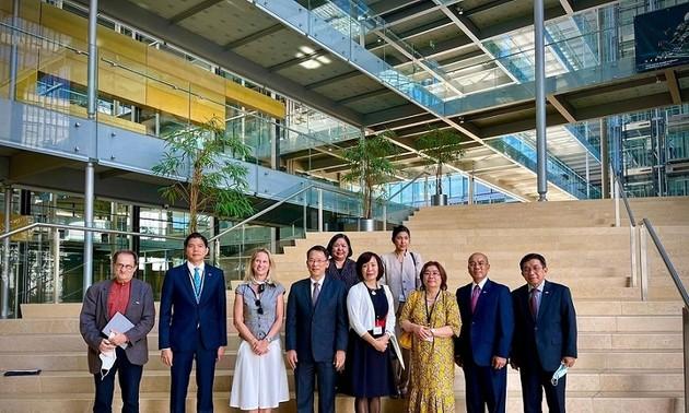 在スイスベトナム大使 GESDAを訪れる