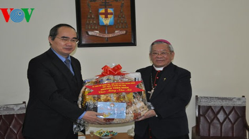 阮善仁看望越南天主教河内大教区总主教并拜年