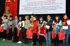 """向法语教师和学生颁发""""在东南亚地区推广法语教学项目""""(Valofrase)大奖"""