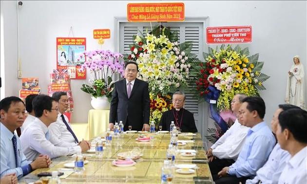 越南祖阵中央委员会主席向芹苴市大教区主教致以圣诞节祝福
