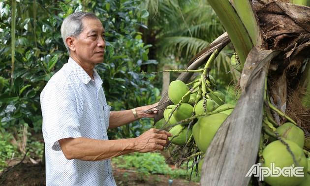 生产能手、积极参与社会活动的退休老干部黎文东