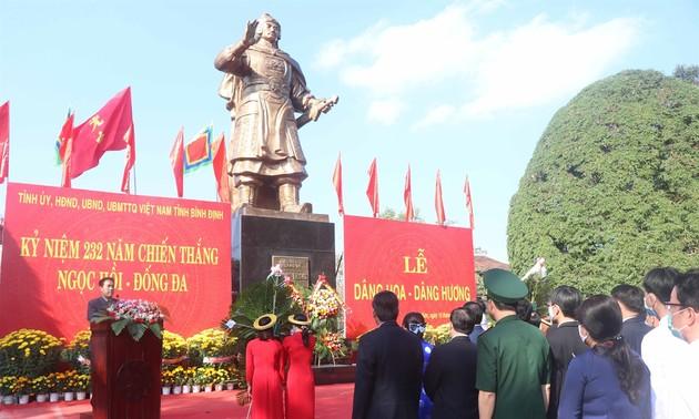 适值玉回-栋多大捷232周年之际,越南平定省为西山将军举行上香仪式