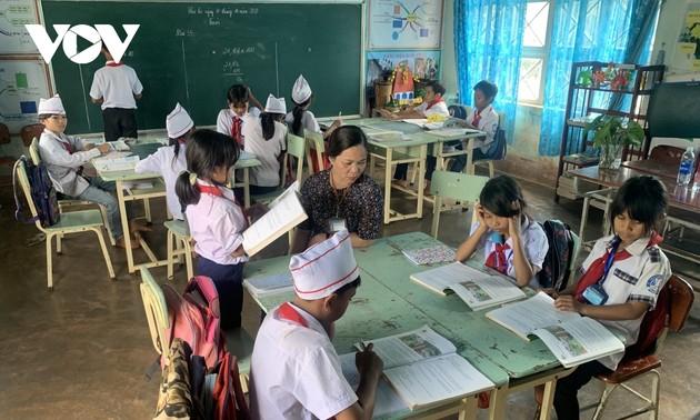 全心全意照顾嘉莱族贫困学生的嘉莱女教师