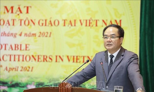 政府宗教委员会与在越参与宗教活动的外国人举行见面会