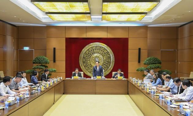 在十五届任期内继续提高国会对外委员会的活动效率