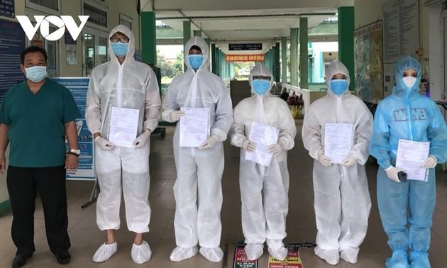 岘港市肺科医院5名新冠肺炎患者治愈出院