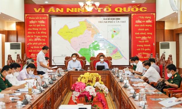 越南政府副总理武德担视察芹苴市及茶荣省防疫工作