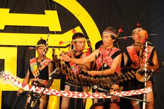 Beberapa instrumen musik tipikal dari orang etnis minoritas Bana