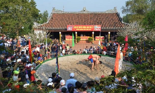 Pesta gulat desa Sinh, provinsi Thua Thien – Hue yang bergelora
