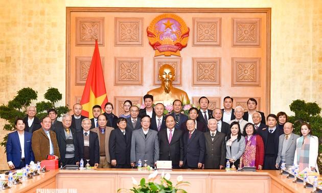 Des médecins généralistes communautaires reçus par Nguyên Xuân Phuc