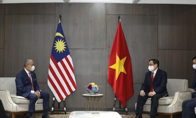 Premierminister Pham Minh Chinh führt bilaterale Gespräche mit Premierminister Kambodschas, Malaysias und Singapurs