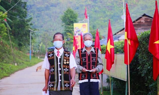 Wähler im Grenzgebiet in Quang Nam und im Inselkreis Truong Sa geben frühzeitig ihre Stimme ab