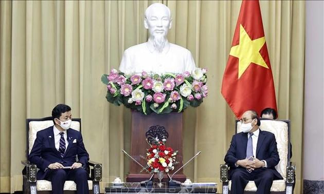 Staatspräsident Nguyen Xuan Phuc empfängt Japans Verteidigungsminister Kishi Nobuo
