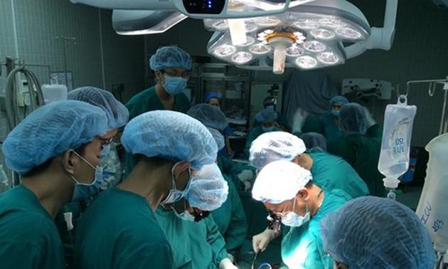 Kemajuan-kemajuan dalam teknik pencangkokan organ tubuh di Viet Nam