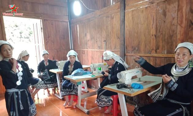 Menjaga kerajinan membordir dari kaum perempuan etnis minoritas Dao Tien di Provinsi Cao Bang