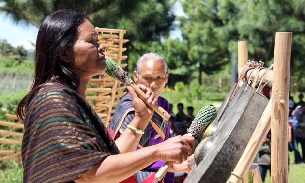 Budaya warga etnis minoritas Chu Ru hidup kembali di tengah-tengah hutan rimba belantara