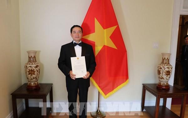 Duta Besar Pham Cao Phong menyampaikan surat mandat kepada Gubernur Jenderal Kanada, Julie Payette