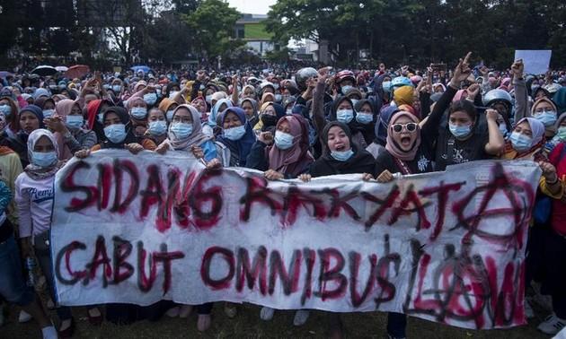 Bahaya Munculnya Banyak Klaster Penularan Covid-19 dalam Demo di Indonesia
