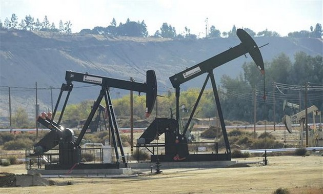 Oil prices hit record one-year low