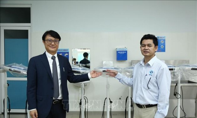 Quang Ngai province receives medical equipment from RoK