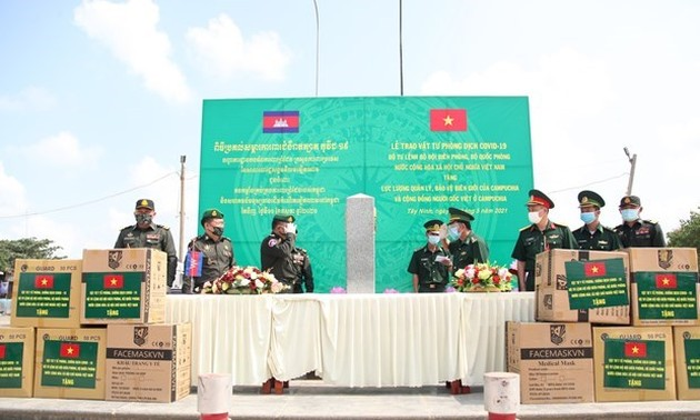 Border guard force presents medical supplies to Cambodia