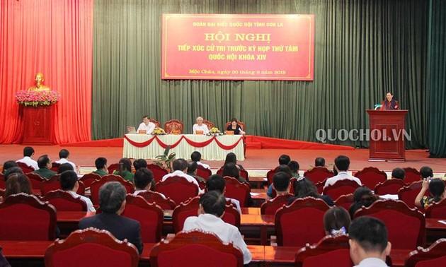 Вице-спикер парламента Тонг Тхи Фонг встретилась с избирателями в провинции Лангшон