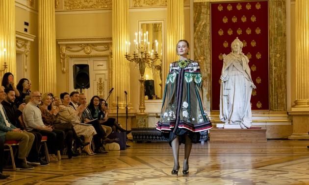 Красота вьетнамского шёлка и парчи в России