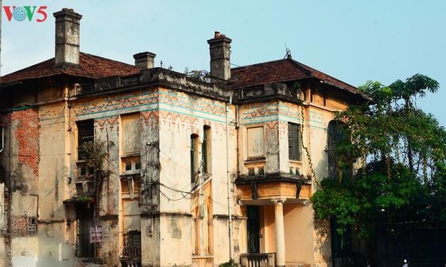 """Архитектура старого коттеджа, который был зданием радиостанции """"Батьмай"""""""