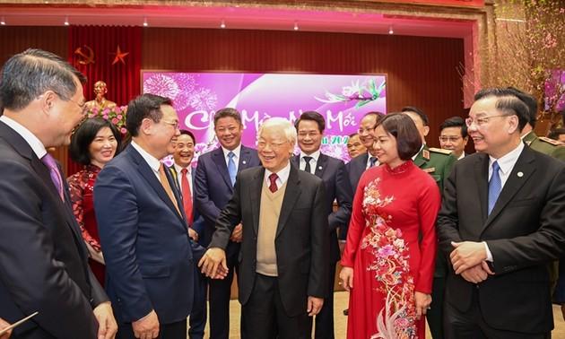 Генсек ЦК КПВ Нгуен Фу Чонг поздравил партком, власти и жителей Ханоя с Тэтом