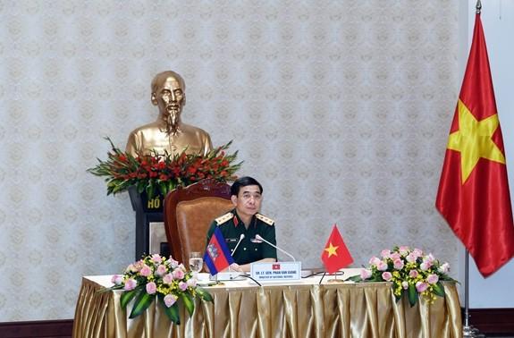 Вьетнам и Камбоджа активизируют оборонное сотрудничество, поддерживают друг друга на многосторонних форумах