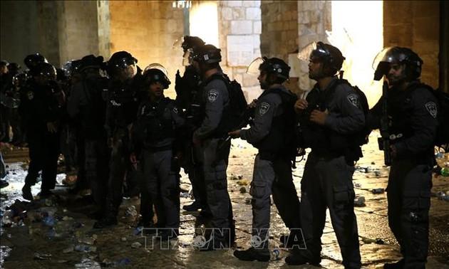 Столкновения палестинцев с израильской полицией произошли в Иерусалиме и на западном берегу реки Иордан