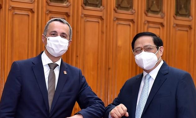 Фам Минь Тинь принял вице-президента, министра иностранных дел Швейцарской Федерации Игнацио Кассиса, находящегося с официальным визитом во Вьетнаме