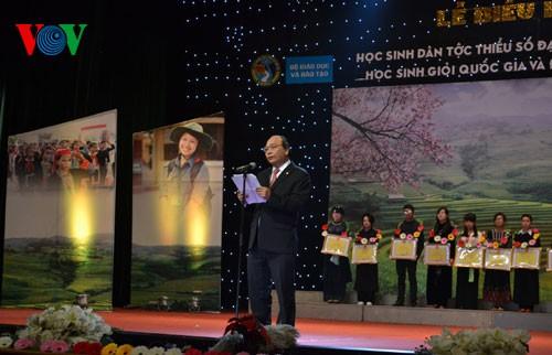 Phó Thủ tướng Nguyễn Xuân Phúc dự Lễ biểu dương học sinh dân tộc thiểu số