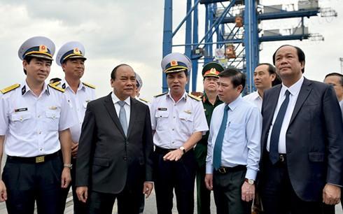 Thủ tướng Nguyễn Xuân Phúc làm việc với Tổng Công ty Tân cảng Sài Gòn