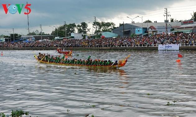 Lễ hội Óc Om Bóc - Đua Ghe Ngo, nét văn hóa đặc sắc của đồng bào Khmer Nam bộ