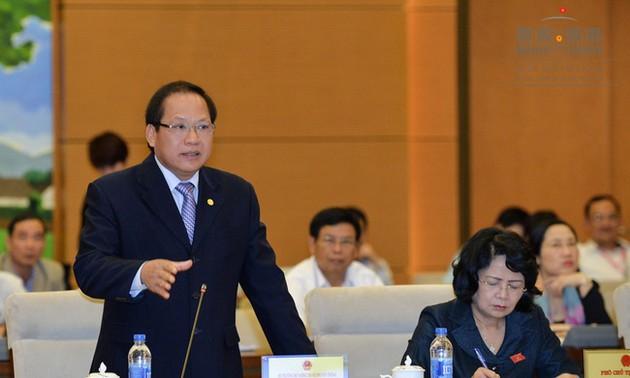 Quốc hội chất vấn Thống đốc Ngân hàng Nhà nước và Bộ trưởng Bộ Thông tin và Truyền thông