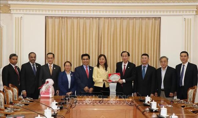 Lãnh đạo Thành phố Hồ Chí Minh tiếp Bộ trưởng Công nghiệp trọng điểm Malaysia