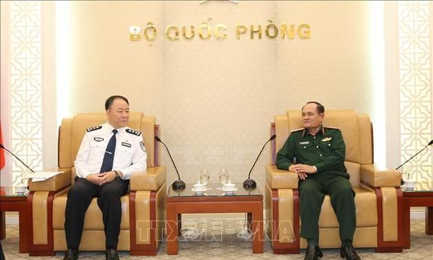 Phó Tổng Tham mưu trưởng Quân đội nhân dân Việt Nam tiếp Đoàn Cục Quản lý Di dân Trung Quốc
