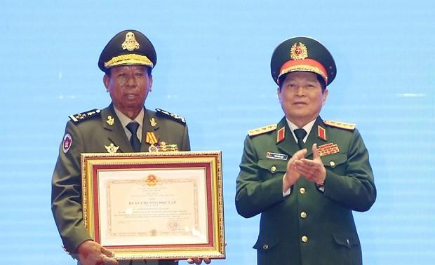 Trao Huân chương của Nhà nước Việt Nam, Nhà nước Lào, Vương quốc Campuchia tặng các tập thể, cá nhân