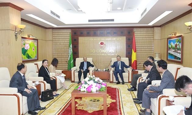 Bộ trưởng Bộ Công an Việt Nam Tô Lâm tiếp Đại sứ Vương quốc Ả-rập Xê-út tại Việt Nam Saud F.M. Alsuwelim