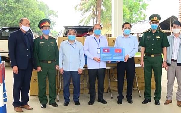 Tỉnh Sơn La tặng 30.000 khẩu trang y tế cho tỉnh Houaphanh và tỉnh Luang Prabang