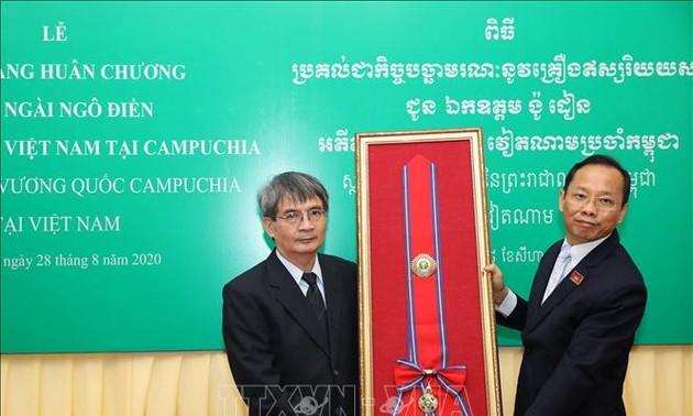 Truy tặng Huân chương Hữu nghị hạng Mahasena của Campuchia cho nguyên Đại sứ Ngô Điền