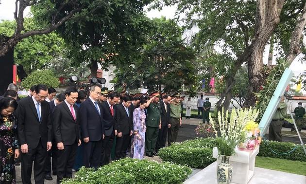 Lãnh đạo Thành phố Hồ Chí Minh dâng hương tưởng nhớ Chủ tịch nước Lê Đức Anh