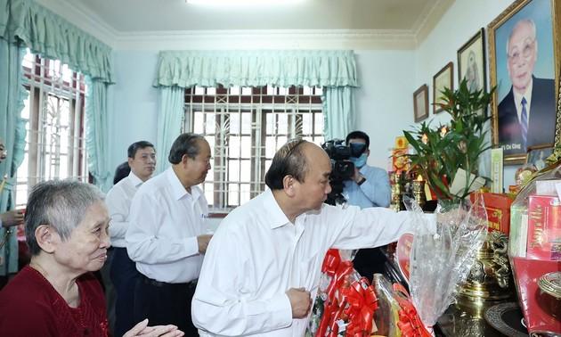 Thủ tướng Nguyễn Xuân Phúc dâng hương tưởng nhớ các vị Lãnh đạo Đảng, Nhà nước
