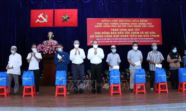 Lãnh đạo Đảng, Nhà nước thăm, tặng quà Tết tại các địa phương